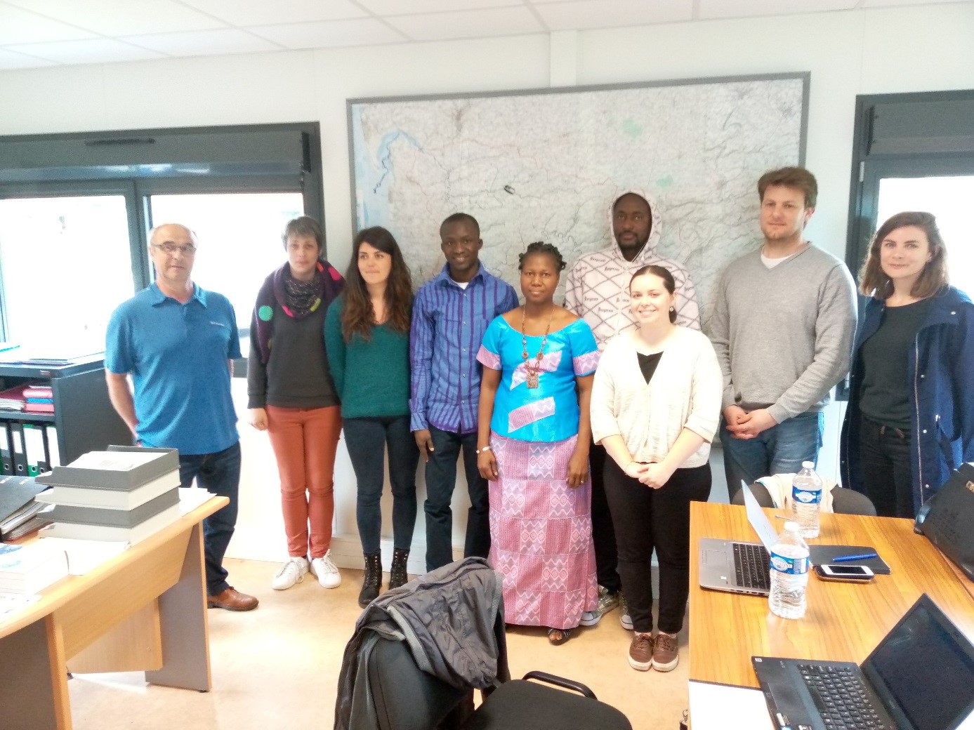 Photo avec la délégation au Syndicat du SAGE Côtiers Ouest Cotentin